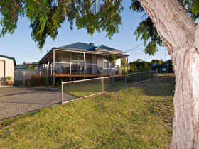 Serenity Holiday House - Kingaroy Accommodation