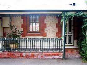 The Lion Cottage - Kingaroy Accommodation