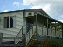 Halls Country Cottages - Kingaroy Accommodation