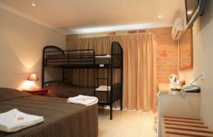 Emerald Central Palms Motel - Kingaroy Accommodation