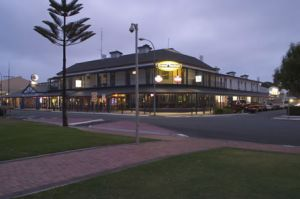 Grand Tasman Hotel - Kingaroy Accommodation