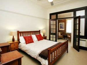 The Bank Guesthouse - Kingaroy Accommodation