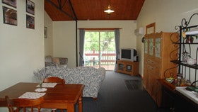 The Old Oak Bed And Breakfast - The Shearing Shed - Kingaroy Accommodation