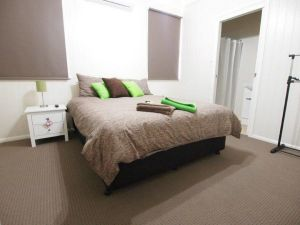Hayden House - Kingaroy Accommodation
