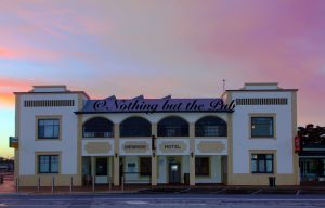 Meningie Hotel - Kingaroy Accommodation