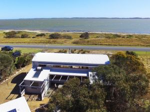 Coorong Aurora - Breathtaking Waterfront Escape - Kingaroy Accommodation