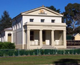 Berry Courthouse - Kingaroy Accommodation