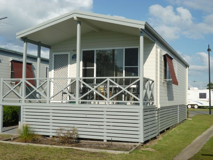 Belmont Pines Lakeside Holiday Park - Kingaroy Accommodation