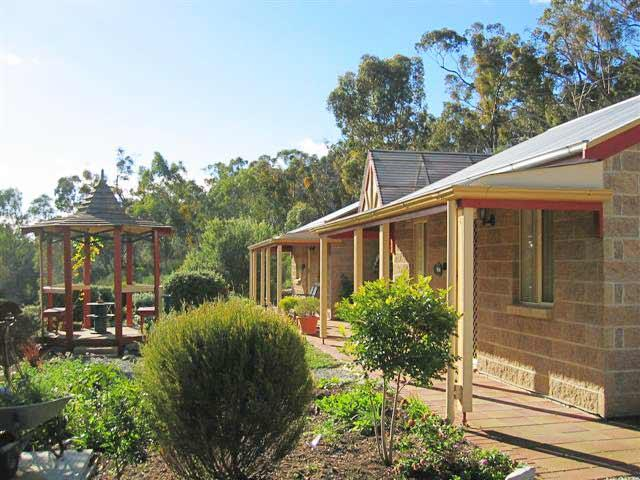 Riesling Trail  Clare Valley Cottages - Kingaroy Accommodation