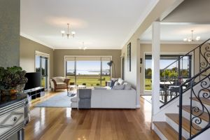 LUXURY WATERFRONT FAMILY HOME-TASMANIA I-L'Abode - Kingaroy Accommodation