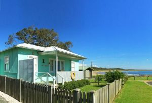 Aurora Beachfront Cottage - Kingaroy Accommodation