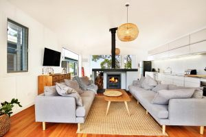 Ayana Beach House - Pet Friendly - Opposite Beach - Kingaroy Accommodation
