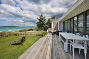 Azure Absolute Beachfront - Pet Friendly - Kingaroy Accommodation